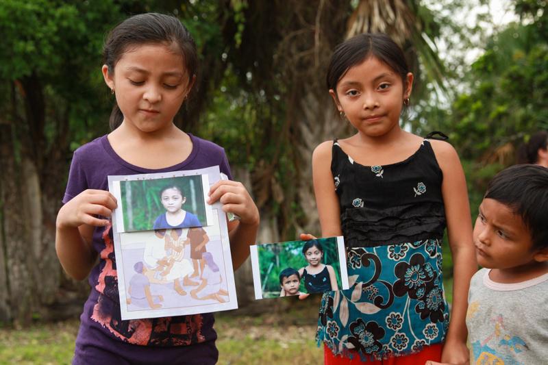 girls-holding-prints